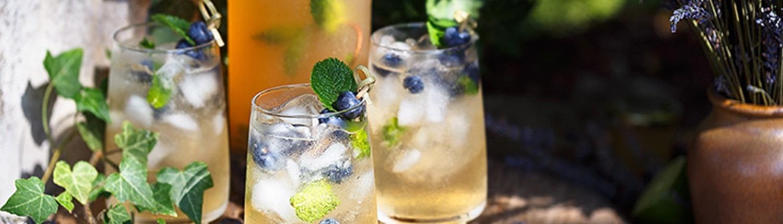 Getränke mit frischen Kräutern © GettyImages