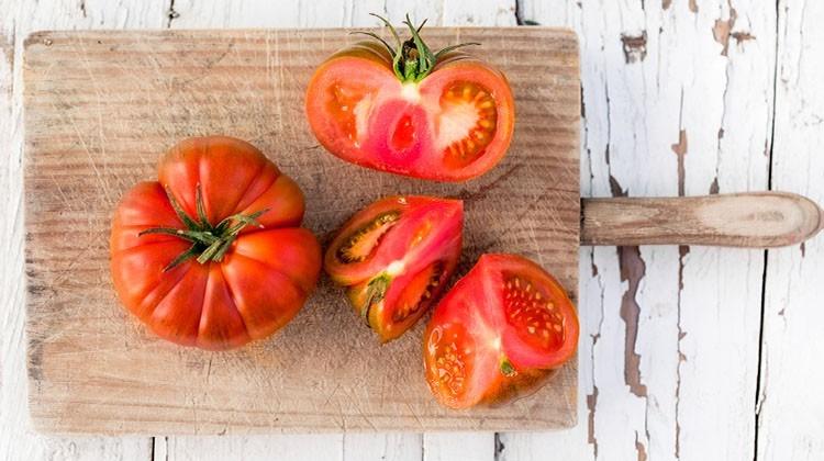Tomaten auf einem Brett - © GettyImages