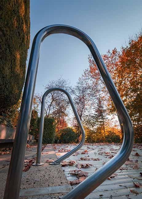 Abgedeckter Pool im Herbst - © GettyImages
