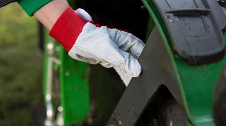 Kontrolle der Rasenmäher-Messer