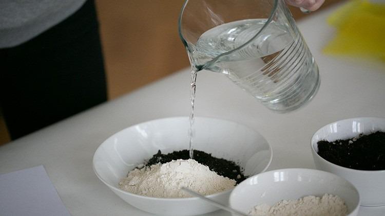 DIY Samenbomben - Vermische die Zutaten