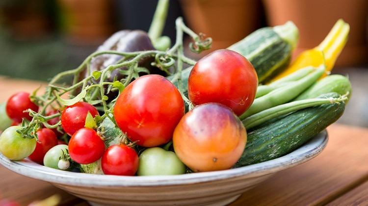 Obst- und Gemüseernte, Gemüse im Teller